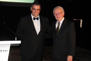 Dr Yanick Larivée, président de l'Association et Dr Pierre Ferron, récipiendaire du prix